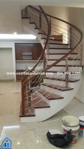 Cầu thang inox tay vịn gỗ - Thi công nhanh - Mẫu mã đẹp