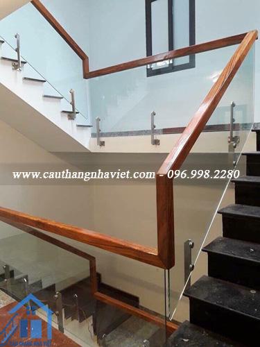 Cầu thang kính gỗ đẹp