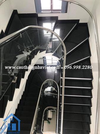 Cầu thang kính inox