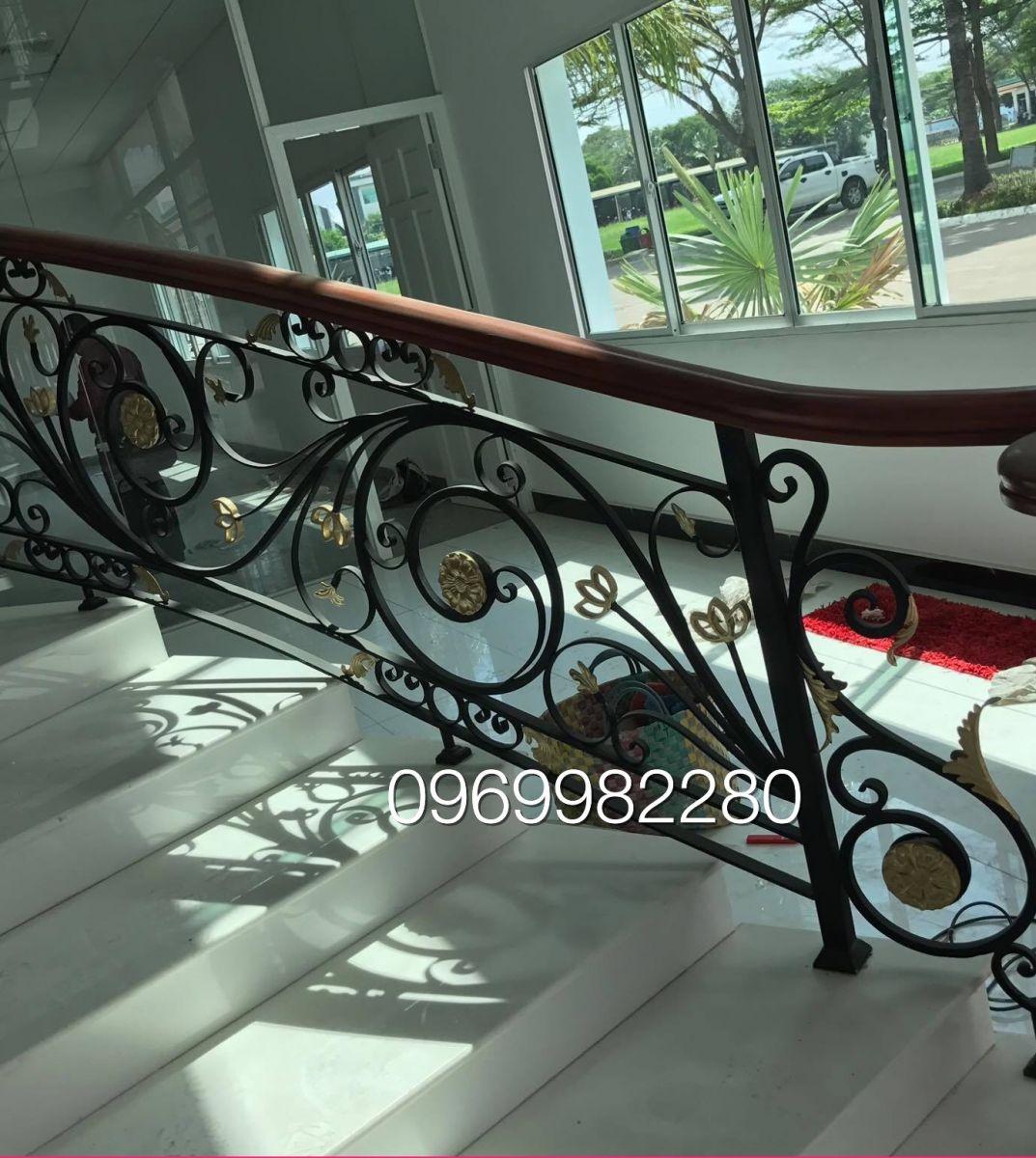 100 mẫu cầu thang sắt nghệ thuật đẹp tuyệt vời cho nhà phố biệt thự mà bạn không thể bỏ qua
