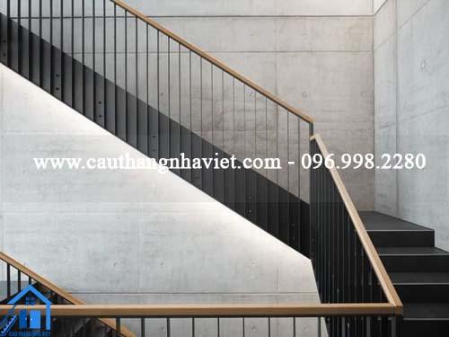 Mẫu cầu thang sắt sát tường lợi ích của nó đối với ngôi nhà của bạn