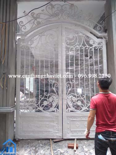 Lắp đặt cổng sắt mỹ thuật, cổng sắt nghệ thuật, ban công nghệ thuật tại Hà Nội
