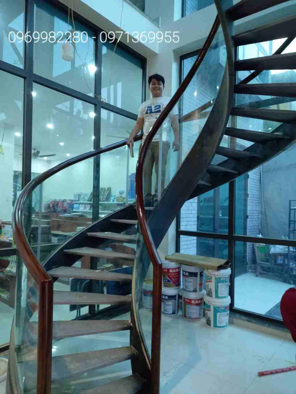 Công trình cầu thang xoắn ốc, cầu thang xoáy tiêu biểu Cầu Thang Nhà Việt  đã thi công năm 2020
