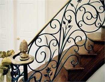 Cầu thang sắt mỹ thuật đẹp tại Hà Nội 01