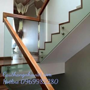 Cầu thang kính K09