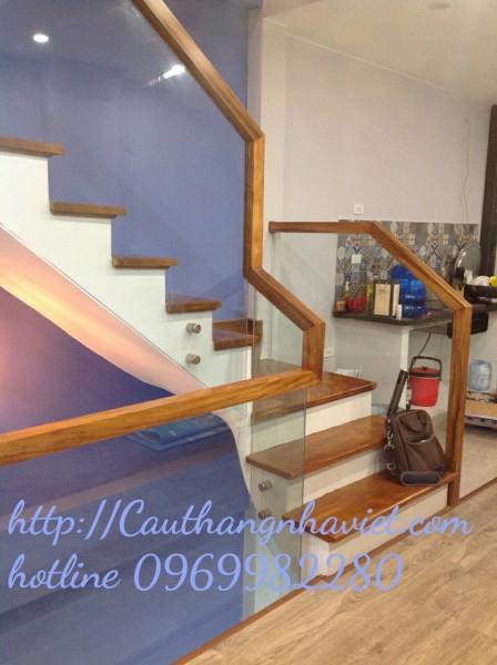 Cầu thang kính K06