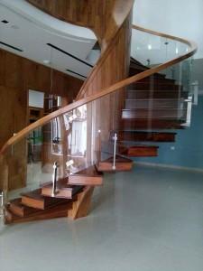 cầu thang kính K18