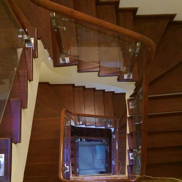 Cầu thang kính 19
